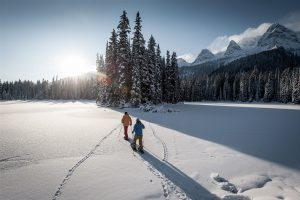 4-3932-Island_Lake_Lodge_snowshoeing-medium